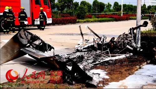 安徽淮北一小飞机坠毁致2人死 驾驶员系美国人