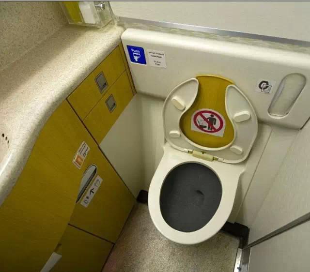 爱尔兰廉价航空数小时航程无厕纸 引乘客不满