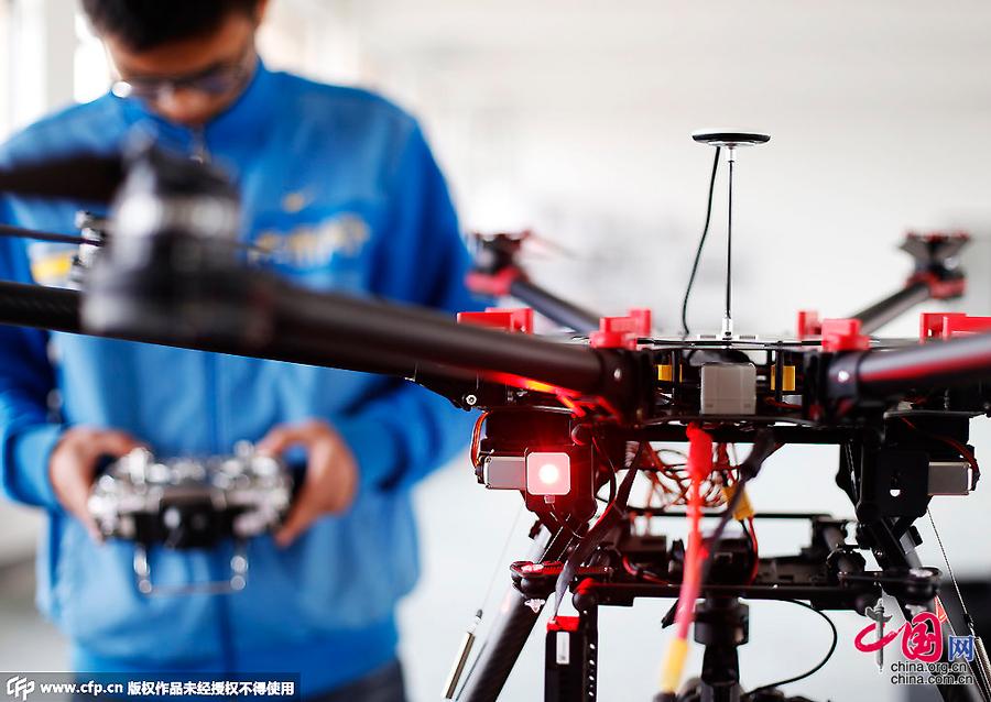 90后创客开公司逐梦微型无人机 一台卖3-10万