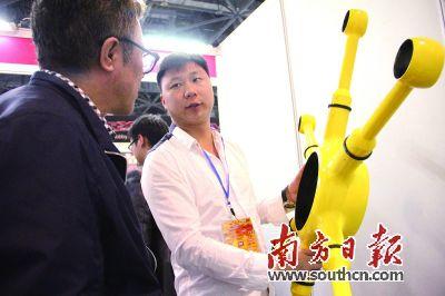 80后携碳纤维无人机亮相中国国际模型博览会