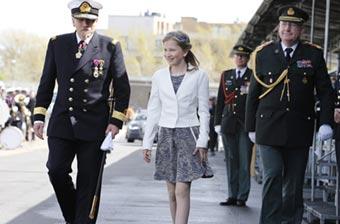比利时公主出席军舰洗礼仪式