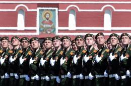 当地时间2015年5月7日,俄罗斯莫斯科,俄罗斯士兵参加胜利日红场阅兵彩排