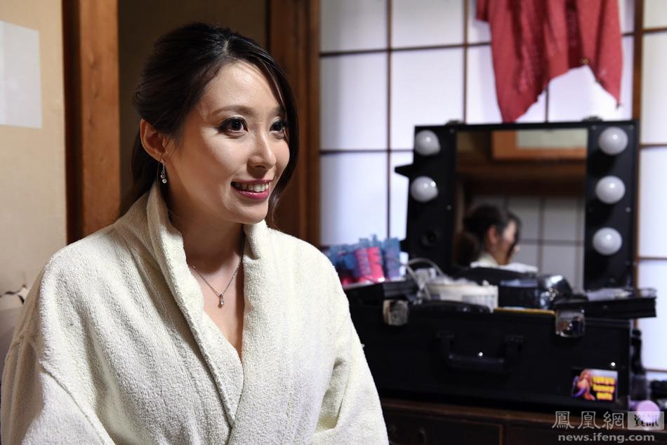 色情三八网_日本色情片拍摄现场 呼吁全日本男性加入