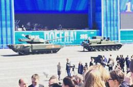 阅兵式彩排上俄军T-14坦克趴窝
