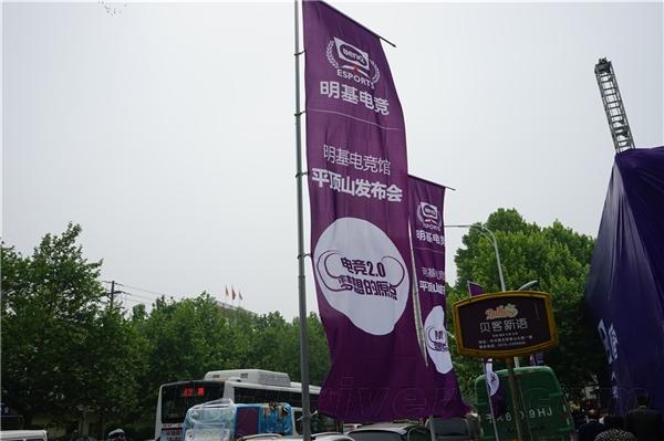 曲率最大显示器现身!河南首家电竞馆开业