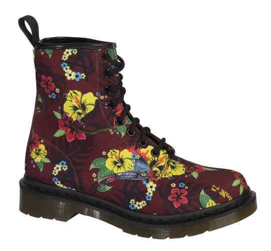 夏季来袭  别样印花马丁靴引领街头时尚