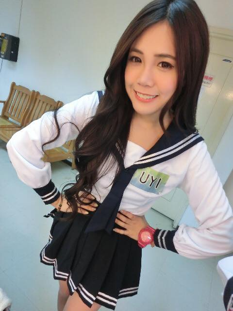 台湾穿衣嫩模晒私照网友:女生太犯规_社_环的身材什么样式14应游戏胸图片