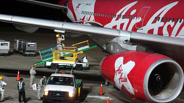 亚航一架客机疑发动机起火迫降桃园机场