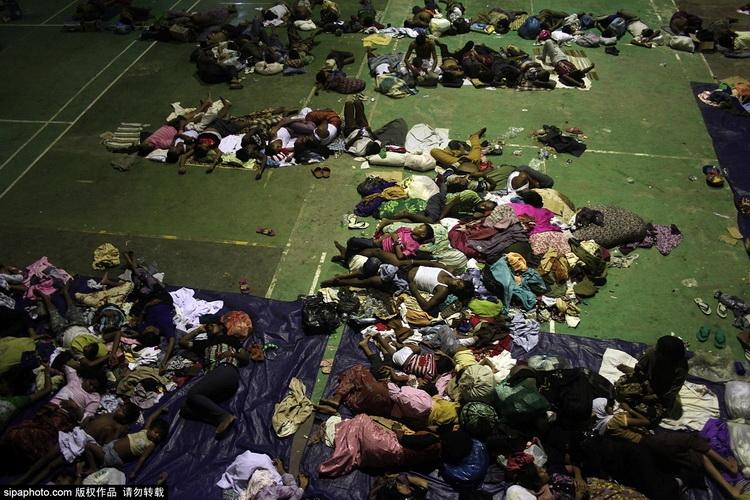 载有近500名缅甸罗兴亚族人的船只,在印尼附近海面停滞、漂流两