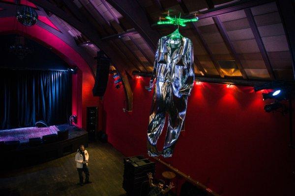 硅谷举办无人机时装秀 遭时尚圈无情打击(图)