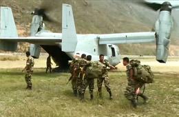 """美军""""鱼鹰""""在尼泊尔救灾 运输能力凸显"""