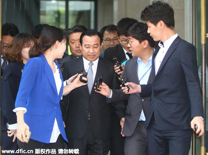 韩国前总理李完九被检方传唤调查(2/3)