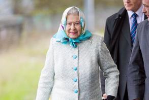 爱裹头巾的英国女王伊丽莎白二世