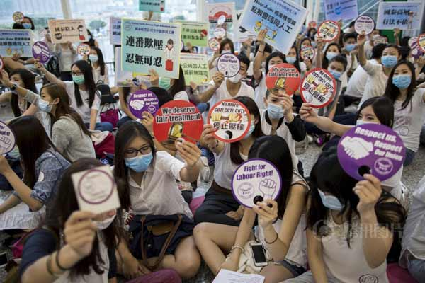 香港千名空姐静坐抗议消减福利