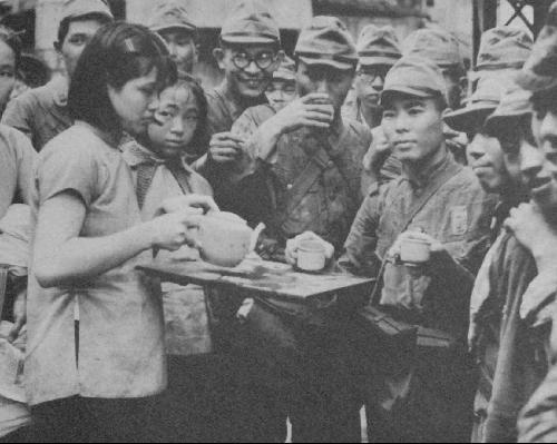侵华日军摆拍失败的亲善照片