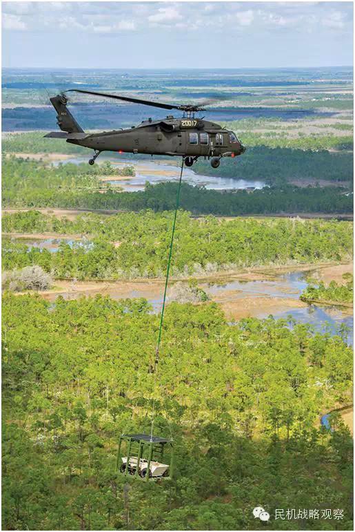 西科斯基测试无人版黑鹰直升机 搭载无人车辆