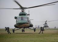 特战旅协同陆航跨昼夜机降训练