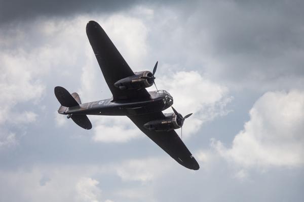 二战时期轻型轰炸机经12年修复后重返蓝天