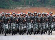 边防部队向越南国防部长演示科目