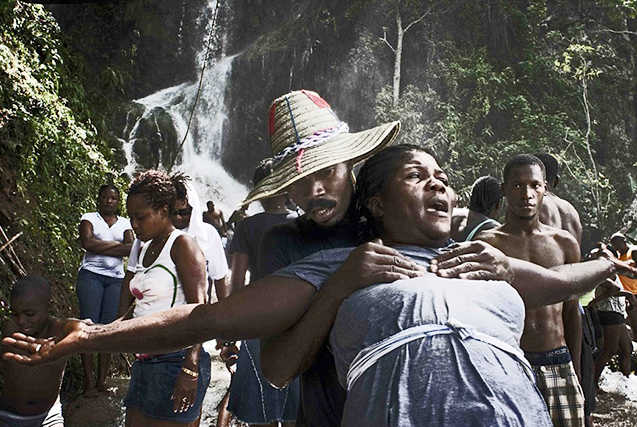 海地举行奇特巫毒教朝拜仪式魔性十足