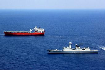054A舰在新加坡演示海上拦截