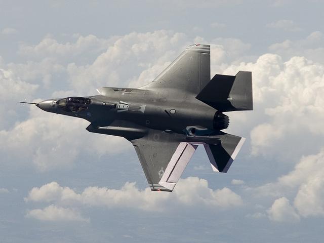 """美军设想空中""""狼群"""":F-35指挥成群无人机"""