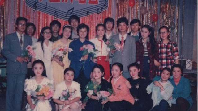 杨钰莹30年青涩照曝光 网友赞其清纯如林妹妹