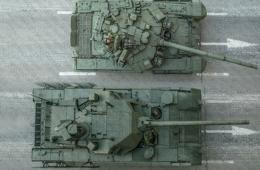 T-90坦克对比阿玛塔显得娇小
