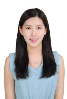 特立独行的韩国90后美女李睿珍提交了一张素颜证件照