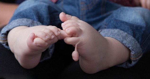 英国婴儿天生12手指12脚趾 医生震惊不解