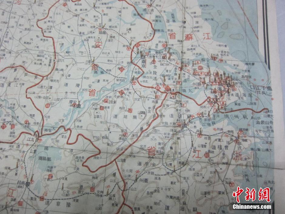 地图上详细标注了当时中国中东部各省政府所在地、机场、铁路、
