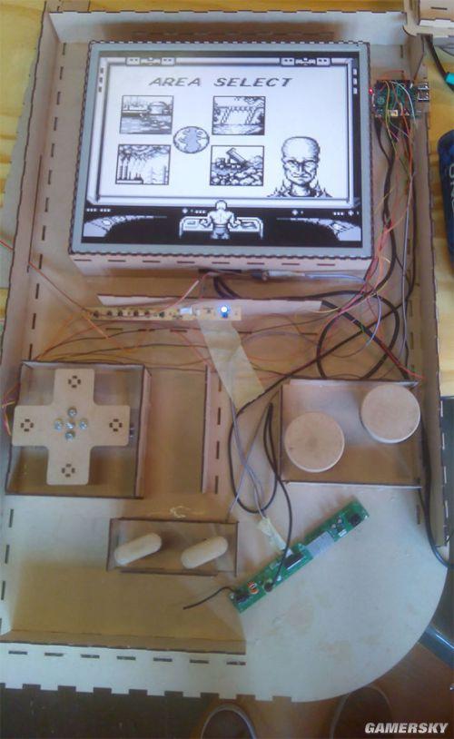 史诗级巨型Gameboy震撼登场 19寸废显示器打造