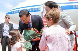李克强回京经停西班牙 副首相前往迎接