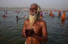 印度教信徒恒河沐浴 庆祝十胜节