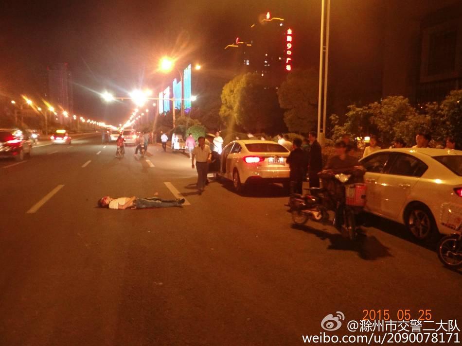 两司机停车约架 一人被过路车碾死