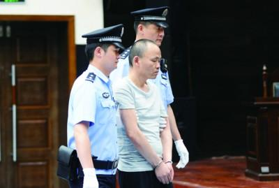 男子被蹭后掐死女司机 称因未获对方道歉而不满