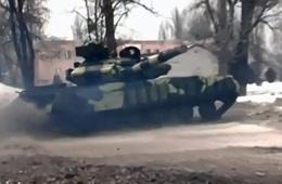 乌克兰T-64坦克表演漂移掉头绝技