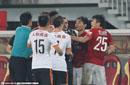 郑智故意踩踏对手引双方冲突 这球应该吃红牌吗?
