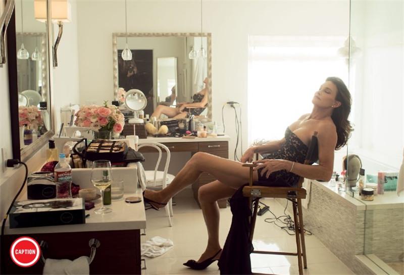 浴火重生 卡戴珊继父变性成功后首次以女人形象登封