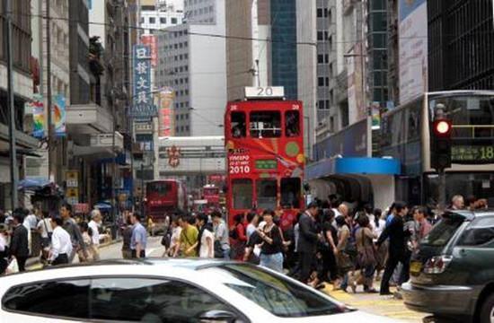 调查:香港富裕人士平均35岁 年收入90万港元