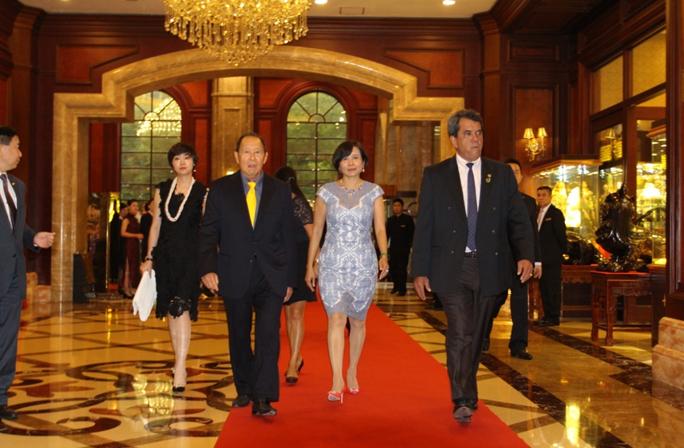 法属波利尼西亚总统莅临新恒基集团并参观集团