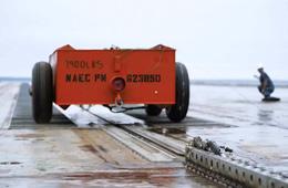 福特号航母电磁弹射器成功弹射小车
