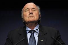 布拉特回应辞职:自愿让位 减少FIFA的压力