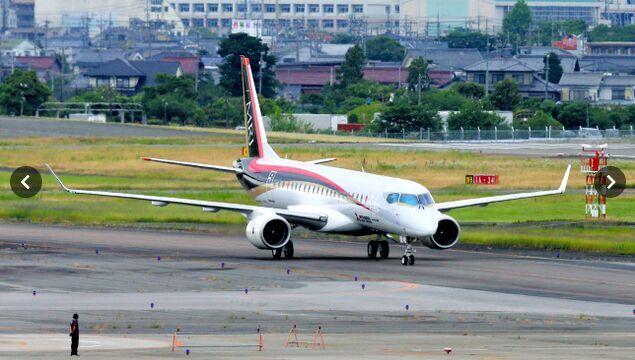 日本首架国产喷气式支线飞机MRJ进行滑行试验