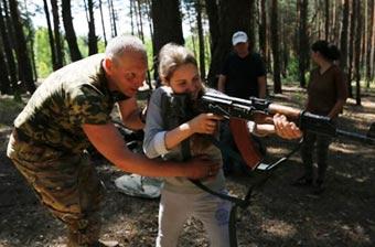 乌克兰平民自发参加军事训练