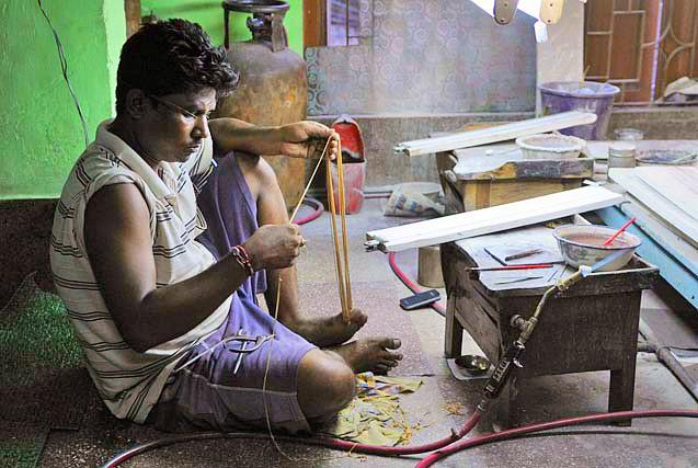 工匠撑起的黄金帝国:印度首饰加工厂