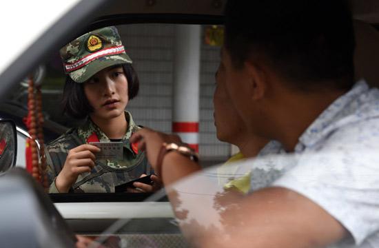 95后漂亮女武警中缅边境缉毒