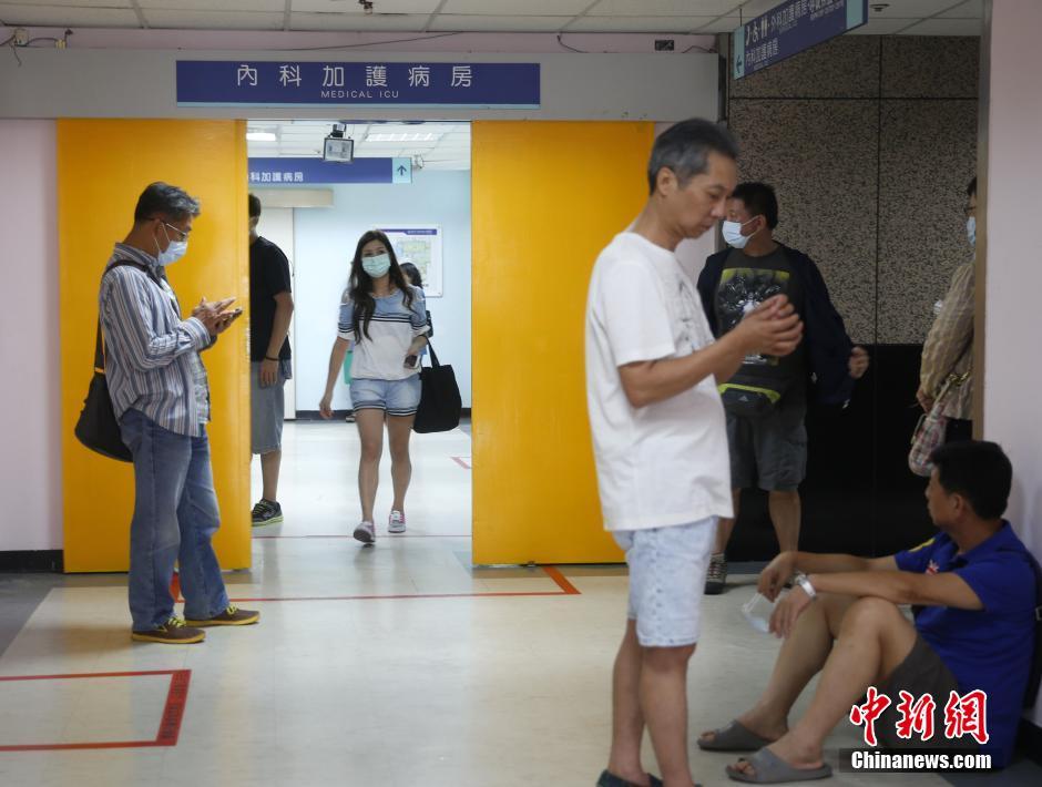 台湾新北粉尘爆炸 朱立伦赴医院慰问伤者