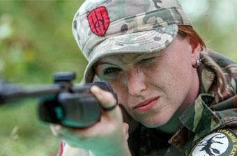 乌克兰女兵射击救护样样都行