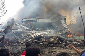 印尼C130军机坠毁居民区 已致30人死